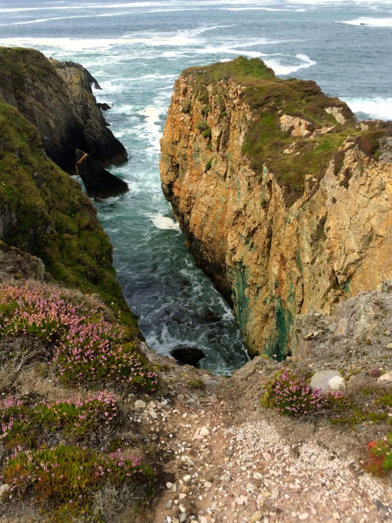 Note the green copper veins on the cliff face