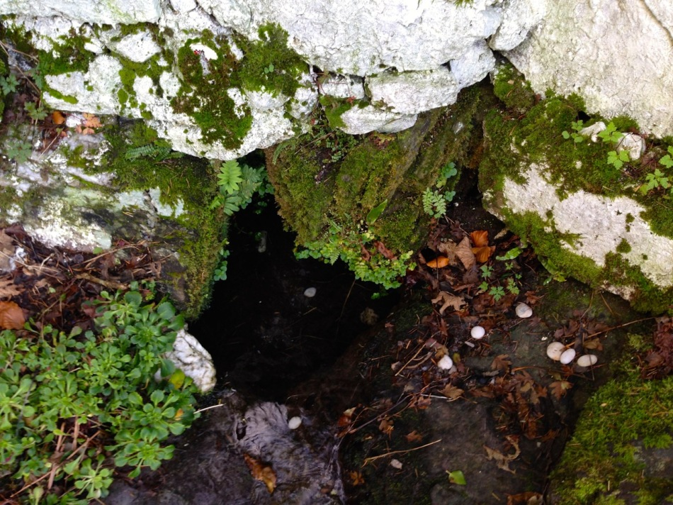 White pebbles in Skour Well