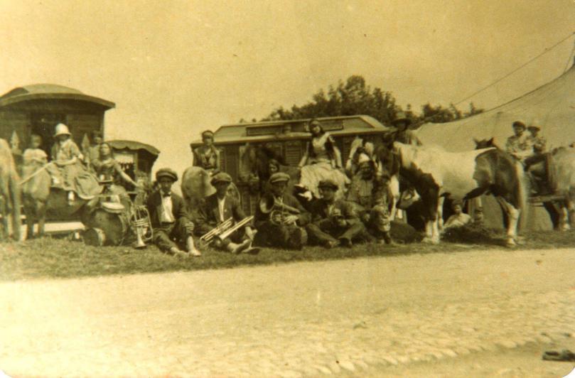 Corvenieos Circus in 1926 (Corvenieo Family Archive)
