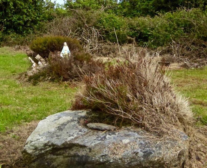 Bishops Head bullaun stone, Stouke Graveyard