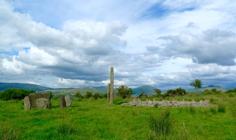 Kealkill standing stone pair, stone circle and radial cairn