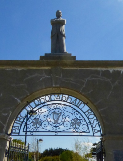 Rossa statue and Gate