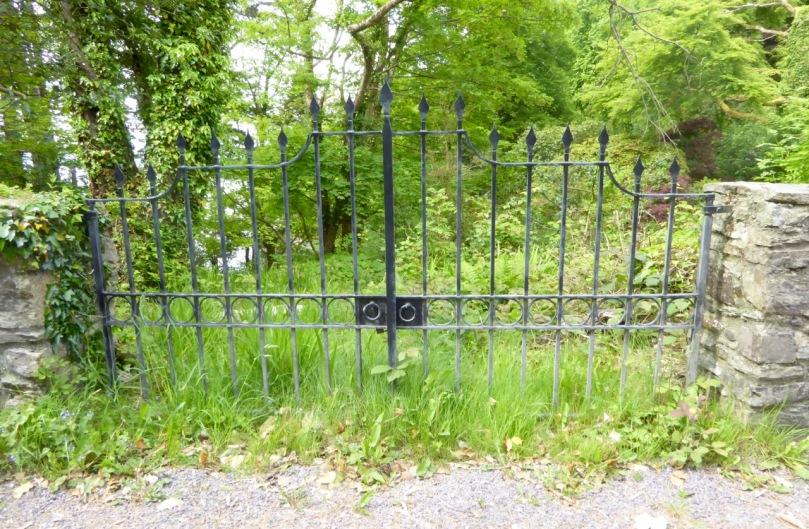 Elegant Gate, Ahakista