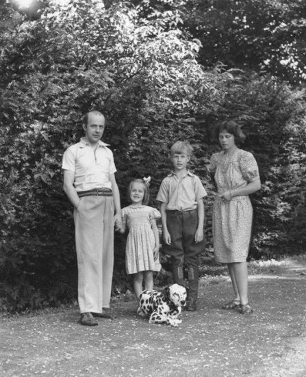 NPG x78423; Candida Lycett-Green; Sir John Betjeman; Penelope (nÈe Chetwode), Lady Betjeman; Paul Betjeman by Bassano