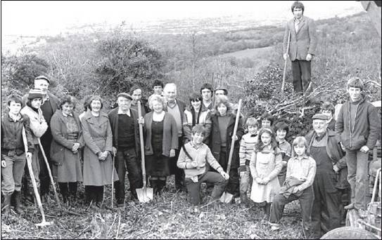 1981-clearing-the-site-of-the-grave