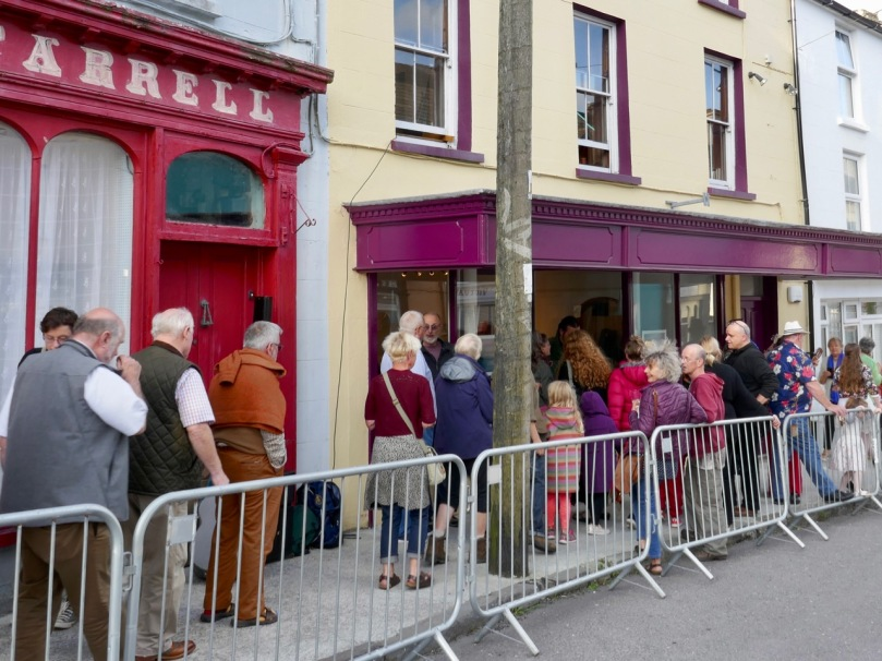 New West Cork bus service arrives in city for first time -